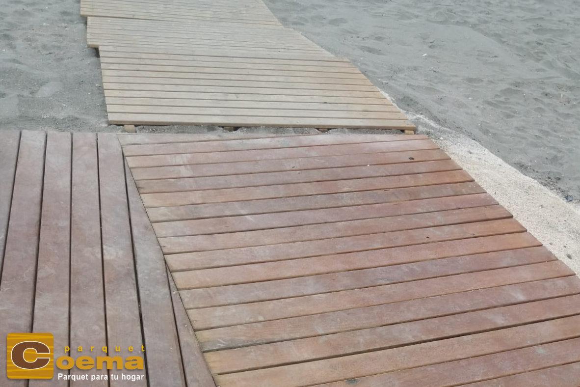 pasarela de madera de la senda litoral malaga